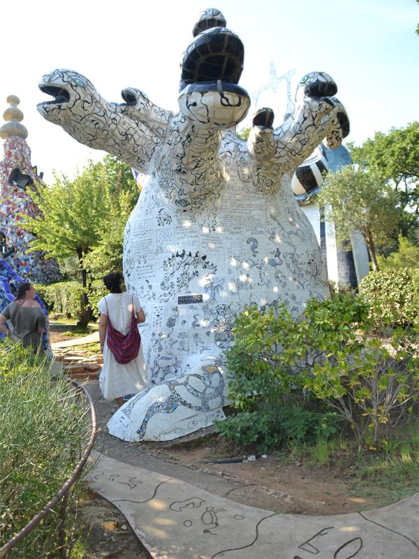 Il giardino dei tarocchi la magia di niki incanta la maremma - Capalbio giardino dei tarocchi ...