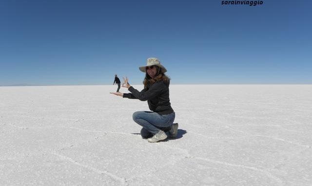 Sara Chiggi e suo marito (piccolo) nel Salar di Uyuni in Bolivia