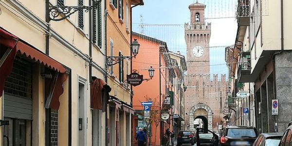 Acque miracolose, un carillon di 55 campane e auto a spinta: conosciamo Castel San Pietro Terme